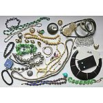 Collection of assorted mixed vintage jewellery