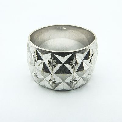 9ct White Gold Ring With Heavy Patterned Finish