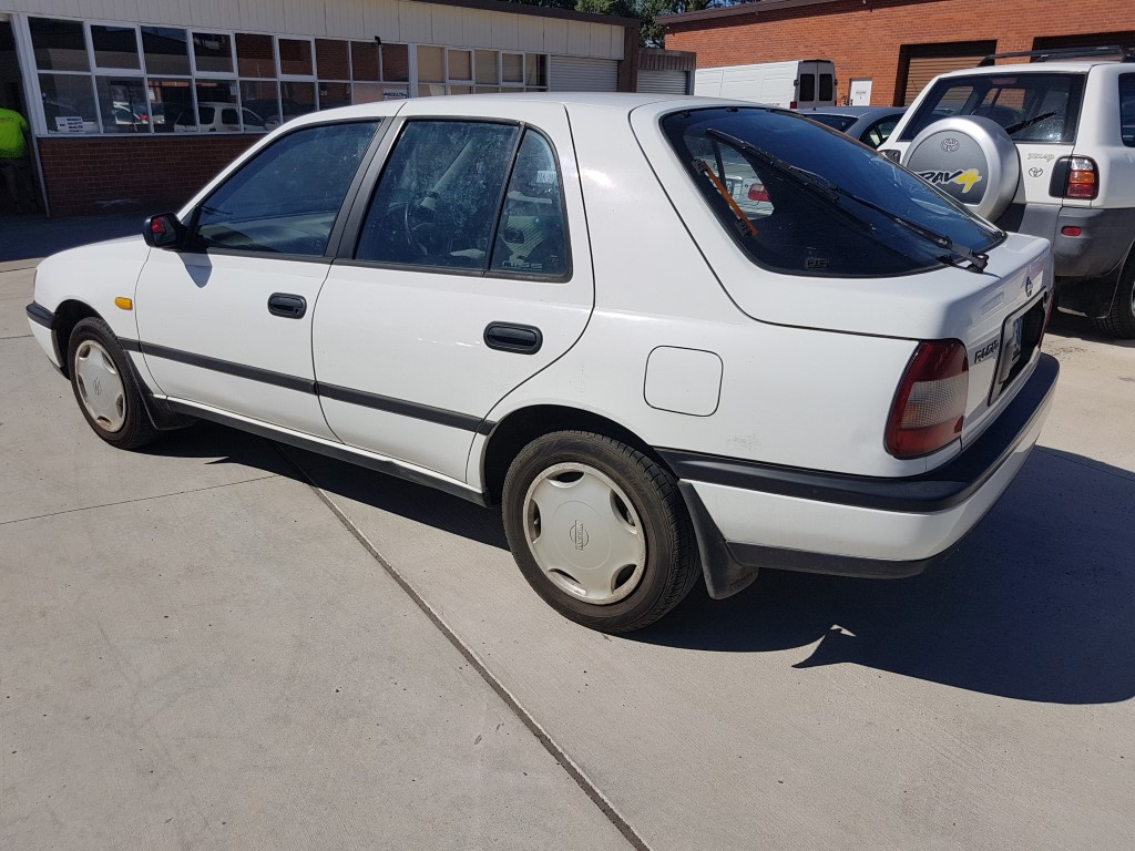 4  1994 Nissan Pulsar Lx 5d Hatchback