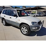 4/1998 Toyota Rav4 (4x4)  4d Wagon White 2.0L