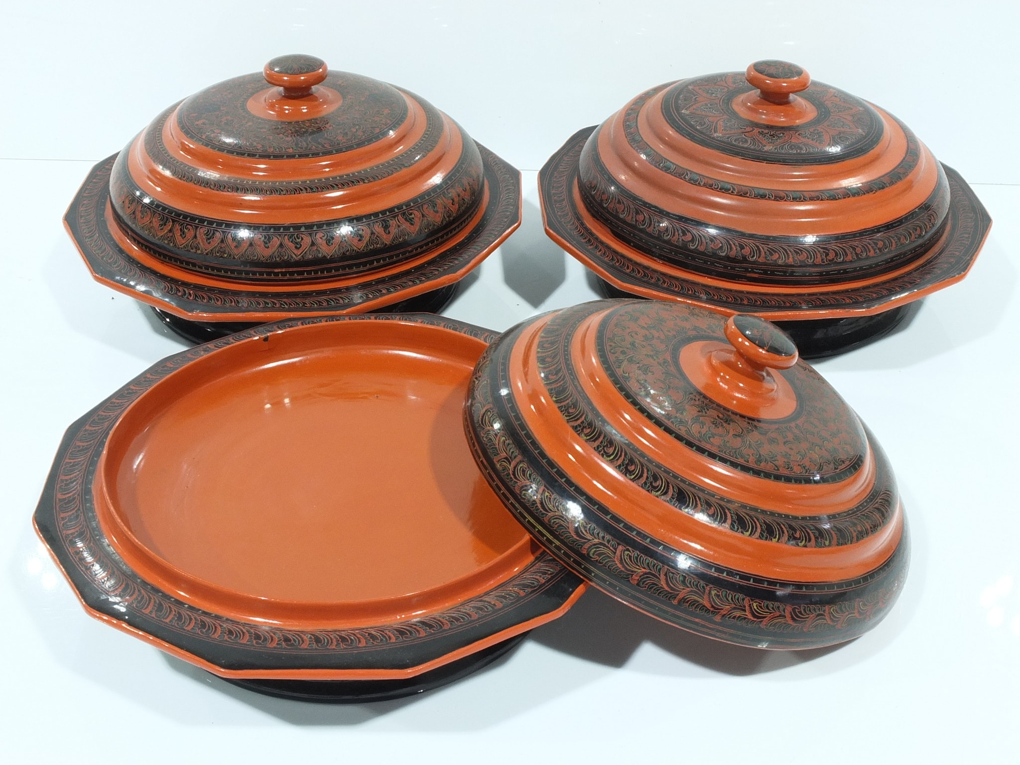 'Set of 6 Burmese Lacquer Covered Dishes 20th Century'