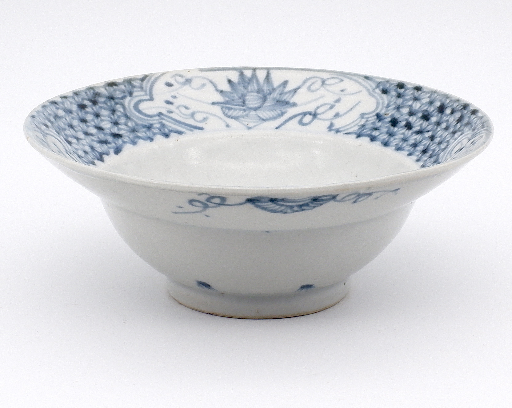 'Chinese Fujian Ware Blue and White Bowl with Lotus Design Early 19th Century'