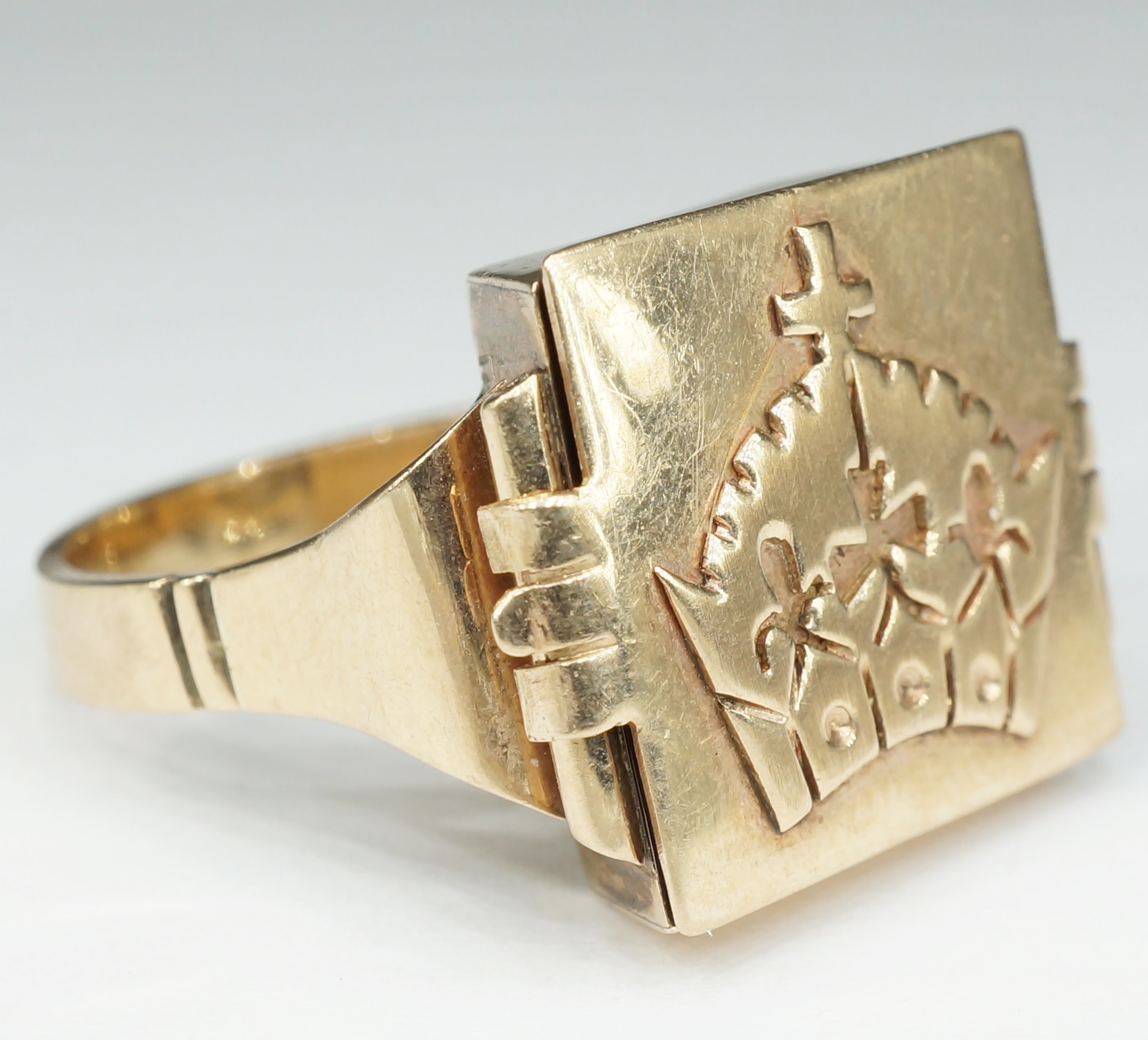 '9ct Yellow Gold Gents Box Ring with Opening Top and Religious Crown Emblem '