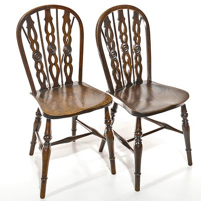 Pair of English Elm Windsor Chairs Early 20th Century