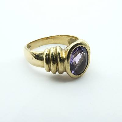 9ct Yellow Gold Ring with Oval Facetted Amethyst