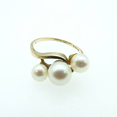 9ct Yellow Gold with Three Round Cultured Pearls