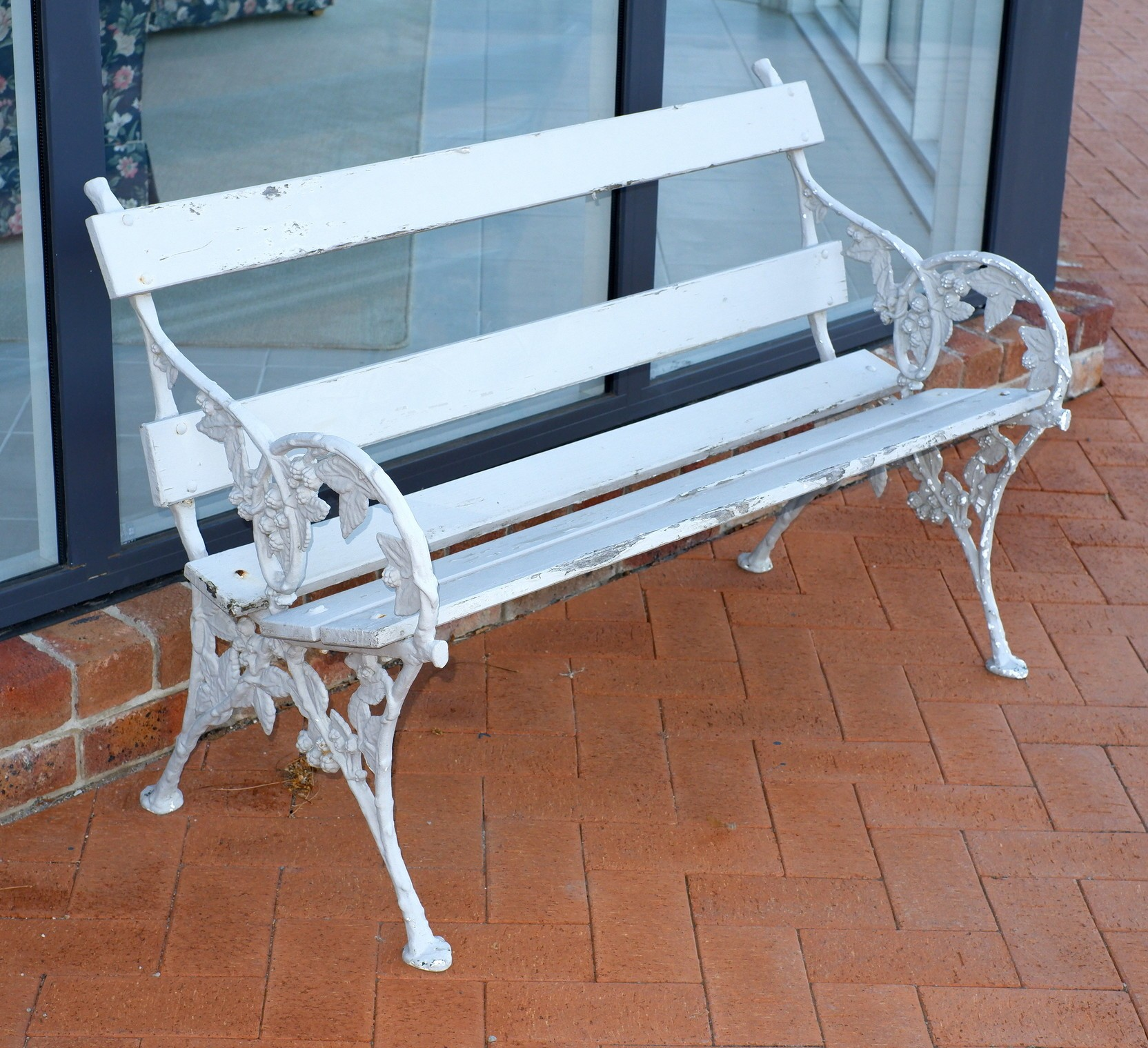 'Painted Cast Metal Alloy Garden Bench'