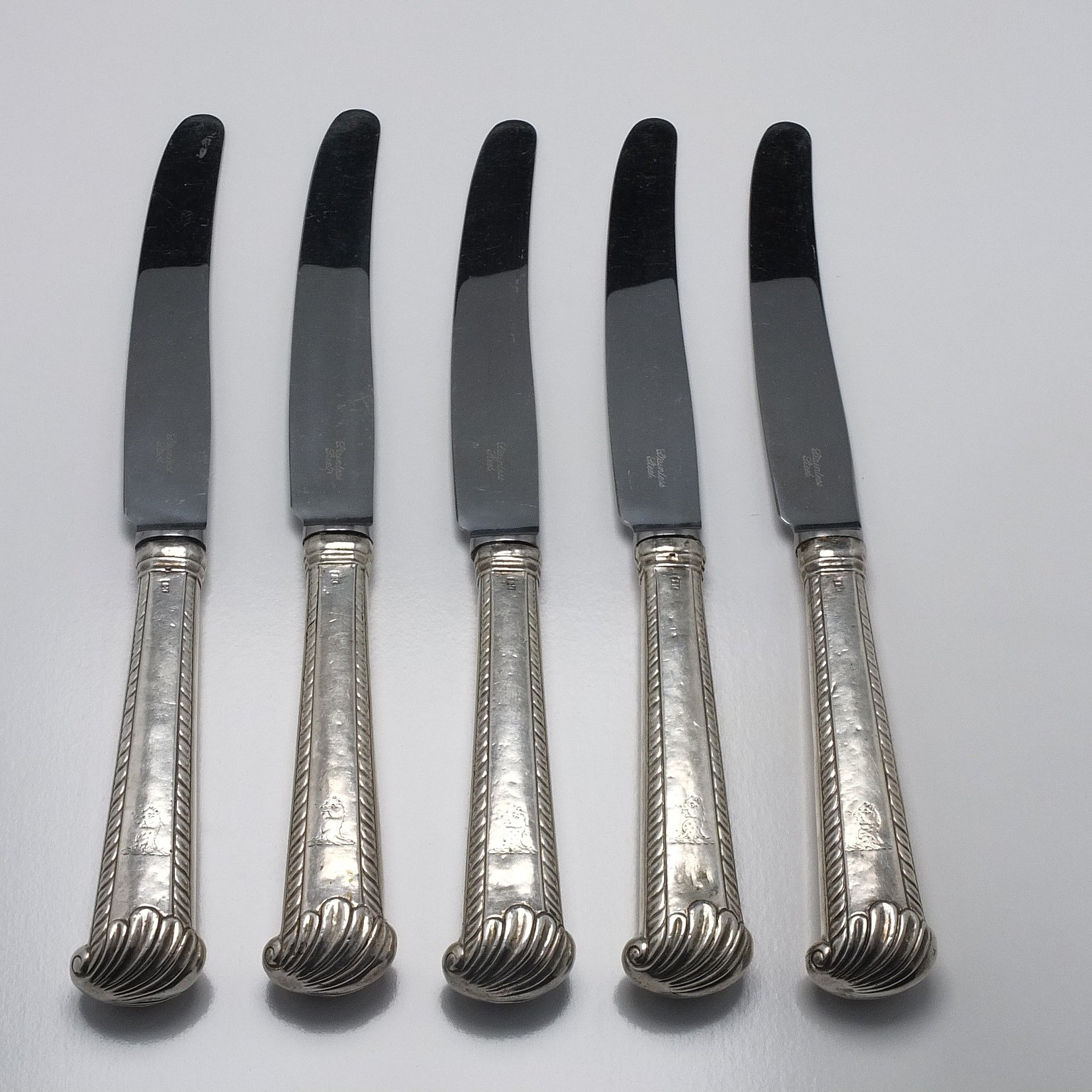 'Five Crested Sterling Silver Handled Mains Knives'