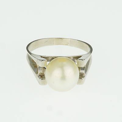 14ct White Gold Ring with Slightly Off Round Creme Coloured Cultured Pearl