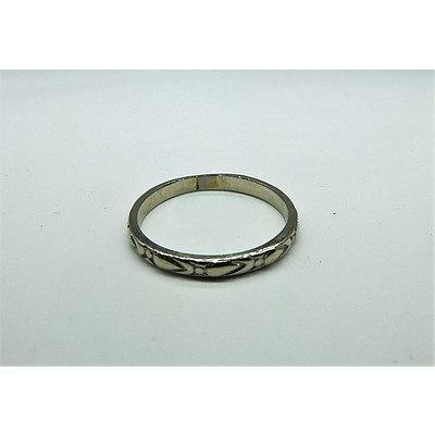 18ct White Gold Ladies Engraved Wedding Ring