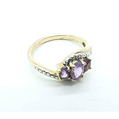 9ct yellow Gold Ring with Three Oval Amethyst
