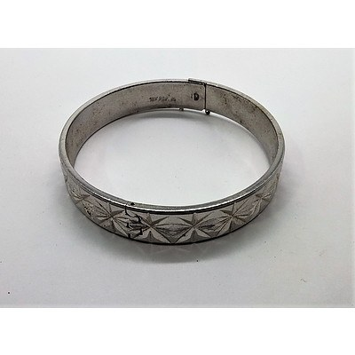 18ct White Gold Plated Hinged Bangle