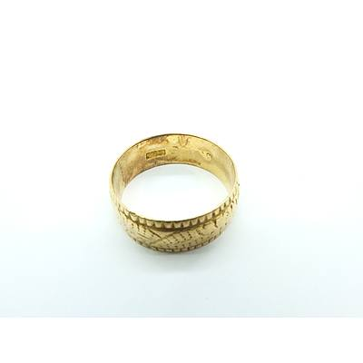 18ct Yellow Gold Wedding Ring with Patterned Finish