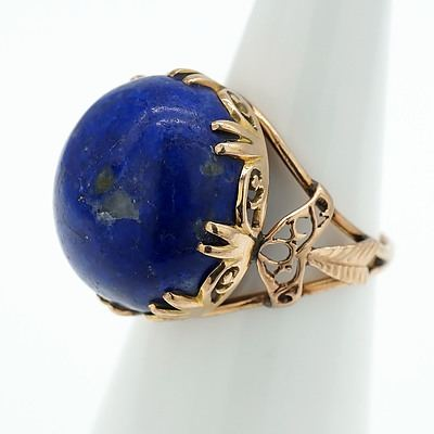 14ct Yellow Gold Ring With Cabochon of Lapis Lazuri