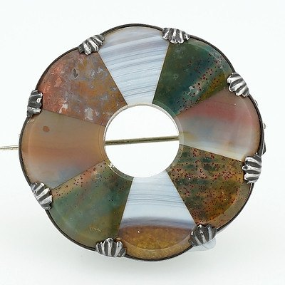 Scottish Brooch with Eight Slices of Chalcedony of Different Colours