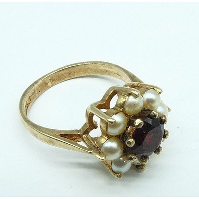9ct Yellow Gold Ring With Round Garnet and Eight Half Pearls