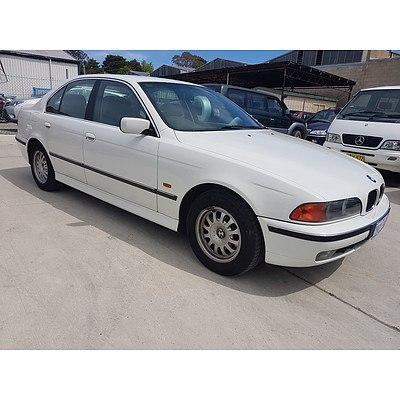 4/1998 Bmw 5 28i  4d Sedan White 2.8L