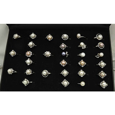30 Pearl Rings in a clear lidded ring display tray