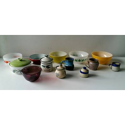 Group of Retro Bakeware and Stoneware Including Pyrex, Yarrabar Pottery and More