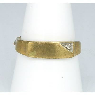 9ct Yellow Gold Ring with Small Diamond