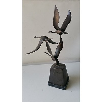 Bronze Flying Birds Statue