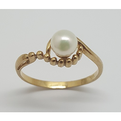 9ct Yellow Gold and Pearl Ring