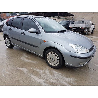 11/2002 Ford Focus CL LR 5d Hatchback Silver 1.8L