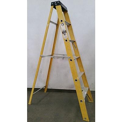 Geelong  1.80 Meter Fiberglass Safety Step Ladder