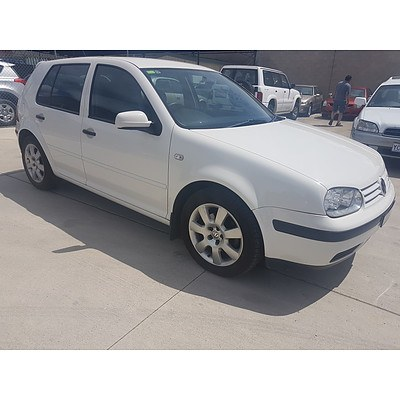 8/2000 Volkswagen Golf GLE  5d Hatchback White 2.0L
