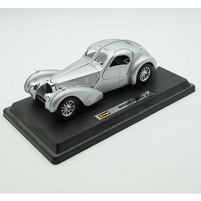 Burago 1:24 1936 Bugatti Atlantic With Stand