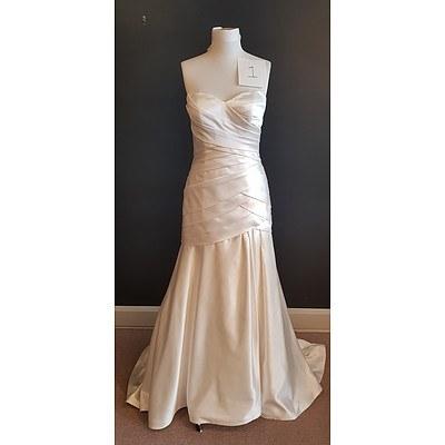 Stella Yorke Designer Wedding Dress - Size 16