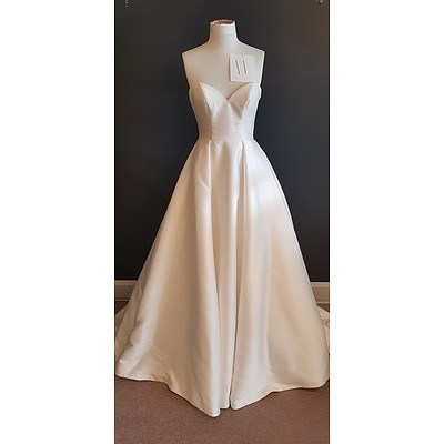 Essence  Sweetheart Neckline Wedding Dress - Size 10