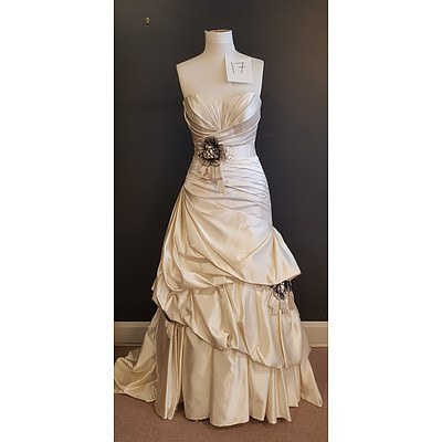 Essence  Designer Wedding Dress - Size 14