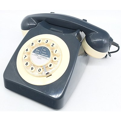 Wild and Wolf Retro Push Button Telephone