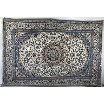 Impressive Persian Isfahan Hand Knotted Wool Pile Carpet