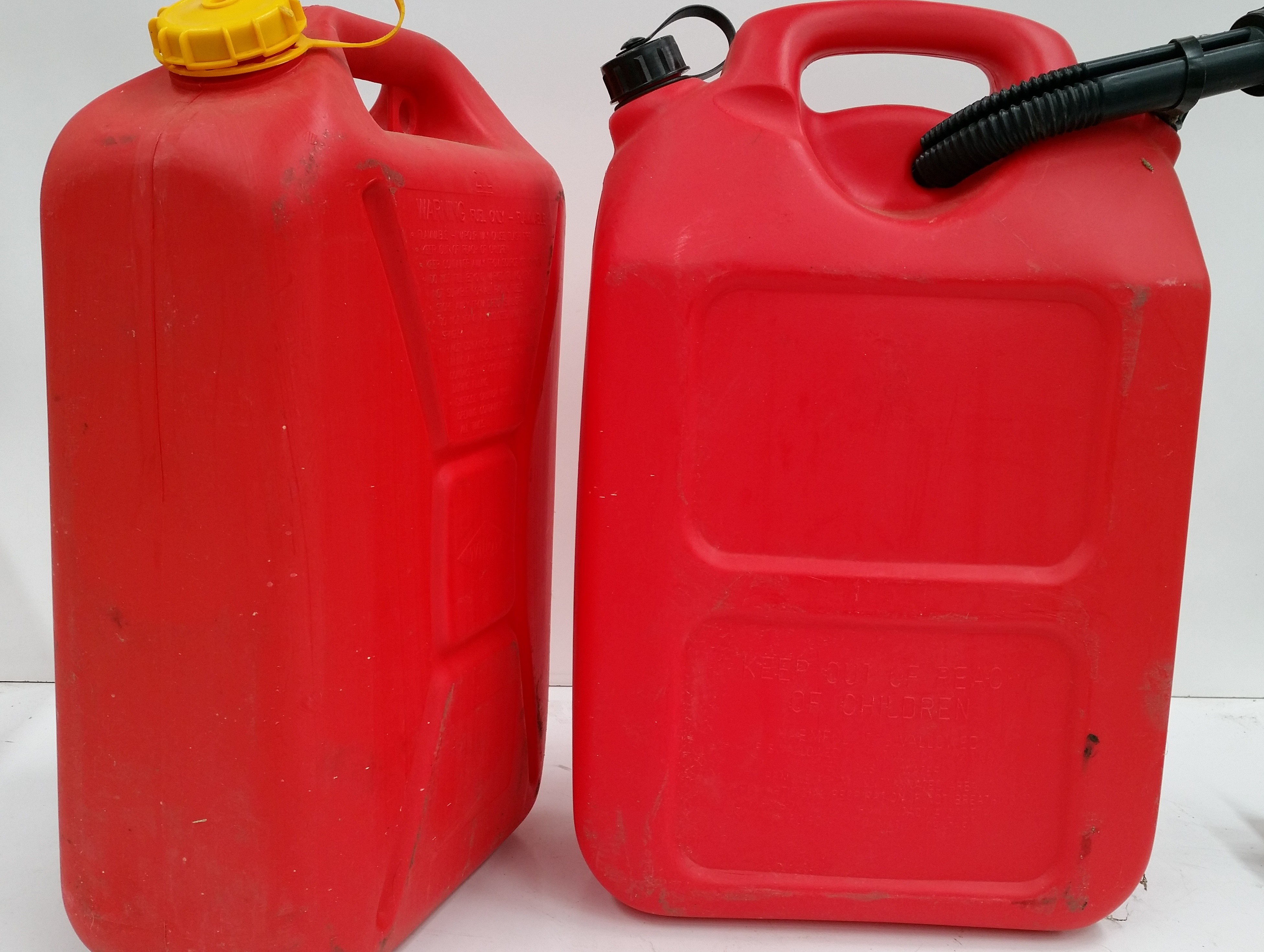 Plastic Gas Cans >> 20 Lit Plastic Fuel Jerry Cans Lot Of 2