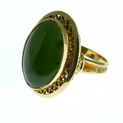 18ct Yellow Gold Ladies Ring With Oval Cabochon of Green Jade