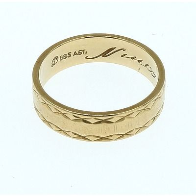 14ct Yellow Gold Wedding Ring with Engraved Edge