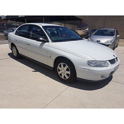 8/2002 Holden Commodore Acclaim VXII 4d Sedan White 3.8L