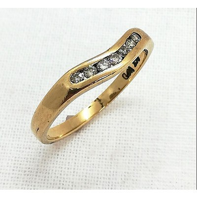 9ct Yellow Gold Curved Diamond Ring