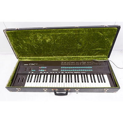 Yamaha DX7 Digital Programmable Algorthm Synthesizer with Hardcase