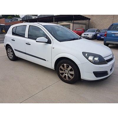 1/2005 Holden Astra CD AH 5d Hatchback White 1.8L