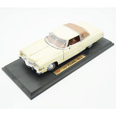 Anson 1:18 1973 Cadillac Eldorado with stand