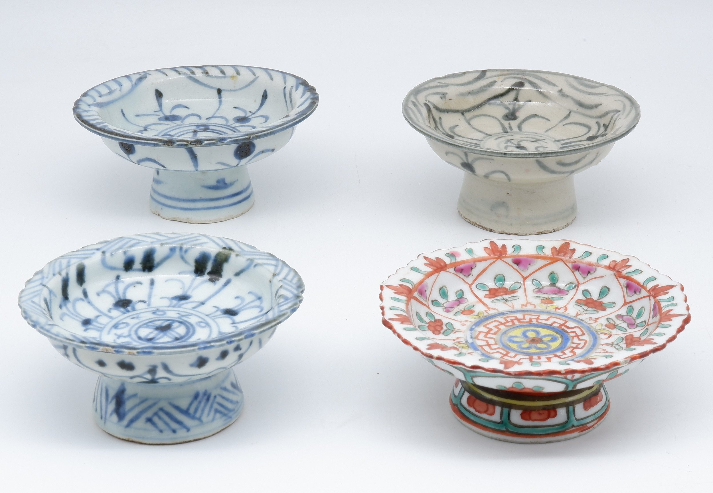 'Four Chinese Porcelain Pedestal Cups, 19th Century '