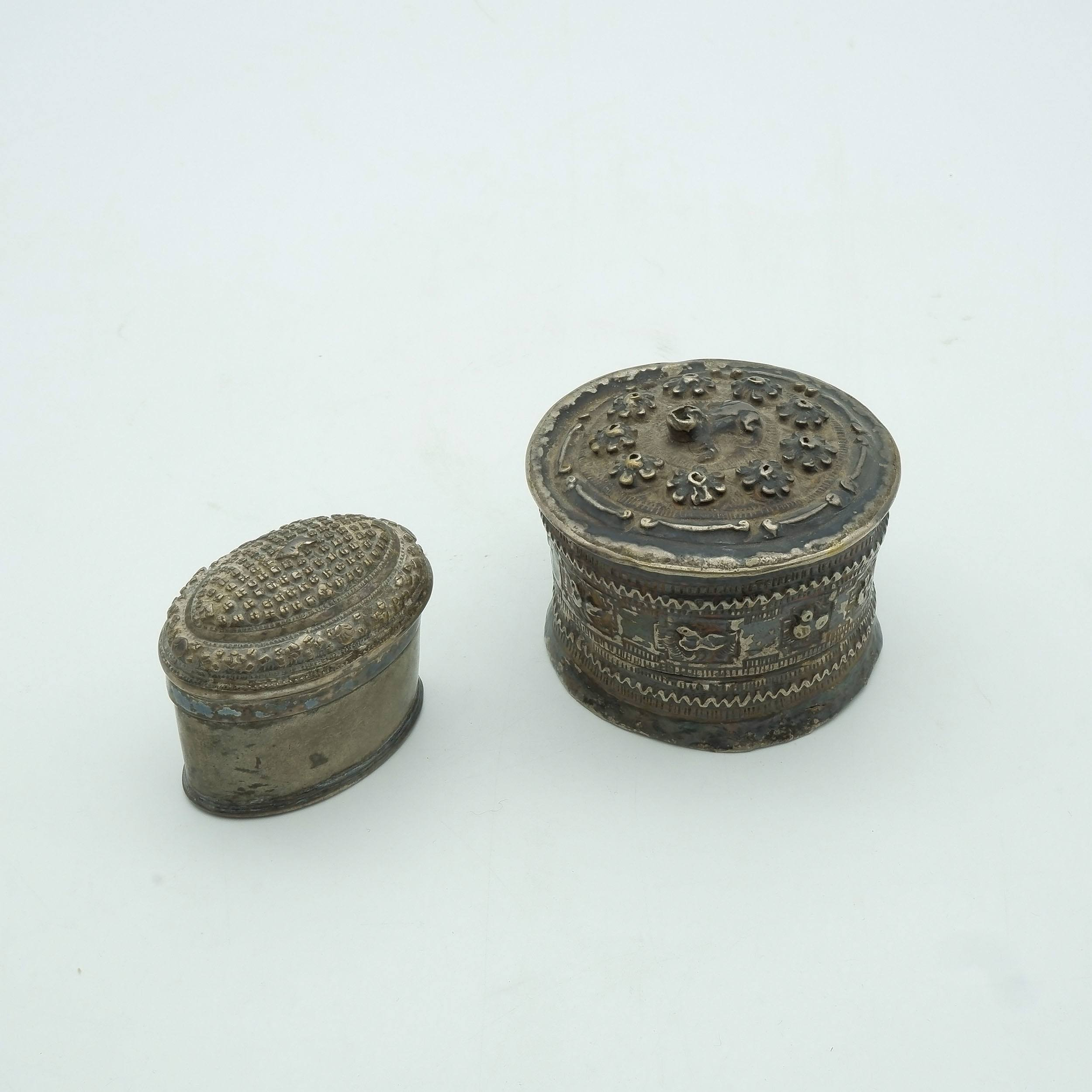 'Lao Silver Frog Drum Shaped Snuff Box and Lao Silver Oval Snuff Box'