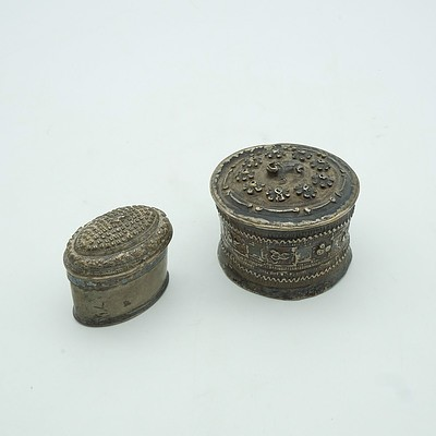 Lao Silver Frog Drum Shaped Snuff Box and Lao Silver Oval Snuff Box