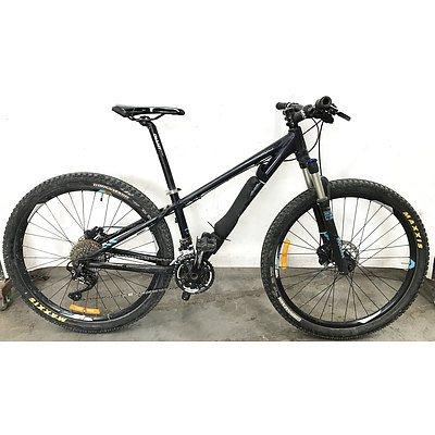 Giant Talon 30 Speed Mountain Bike