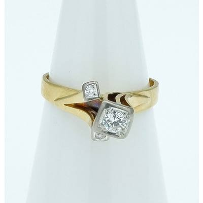 18ct Yellow Gold 1970's Style Ring with 0.20ct Round Brilliant Cut Diamond and Two 0.025ct Single Cut Diamonds 0.025ct