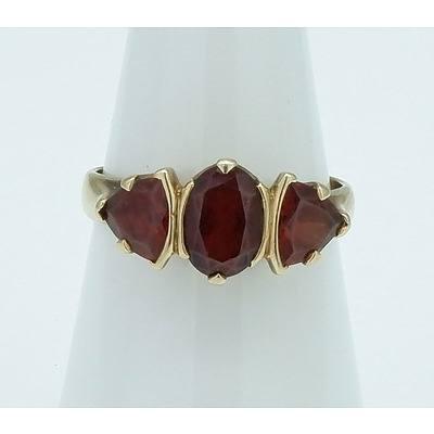 9ct Yellow Gold Three Garnet Ring