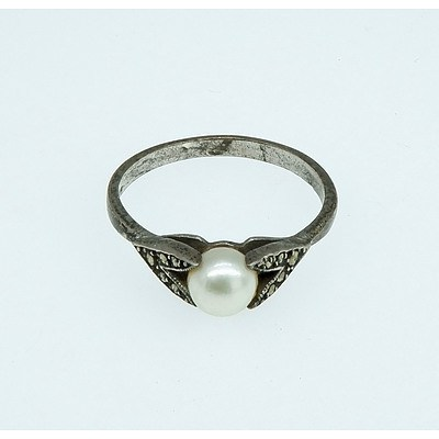 Sterling Silver Ring with Cultured Pearl and Marquisette